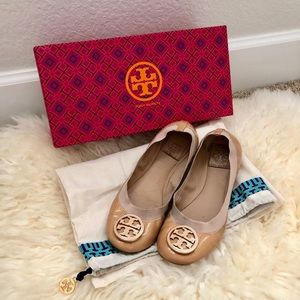 Tory Burch flats in nude (camellia pink)